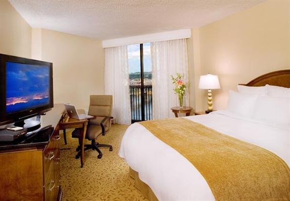 Portland Marriott - Standard Guest Room