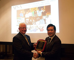 Photo of Joseph Bast and Freddy Nguyen at the Founders Award ceremony