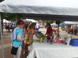 d333787e7d4cdd Queen Caroline visits the Old Town Farmer's Market in Wichita, ...