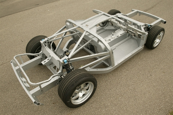 the gt featured an aluminum space frame chassis comprised of 35 extrusions multiple stamped aluminum sheet panels and a variety of complex aluminum
