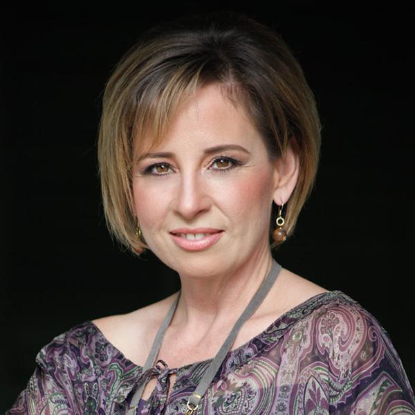 Speaker, María Pínola