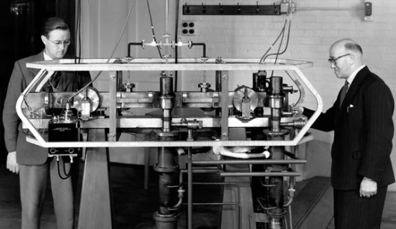 Louis Essen and J.V.L. Parry standing next to the world's first caesium atomic clock, developed at NPL in 1955.