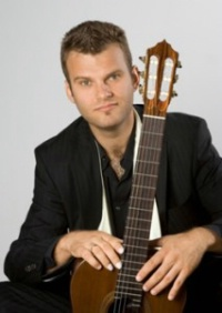 Lukasz Kuropaczewski / New York City Classical Guitar Society Salon Series