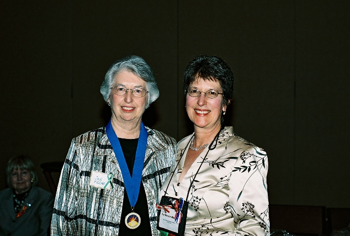 Jan Keene accept the Oklahoma Library Legend Award