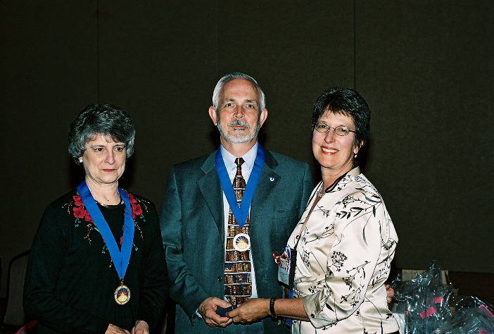 Vicki and John Phillips accept the Library Legends Award