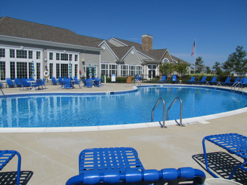 7209Facilities-OutdoorPool-3.jpg
