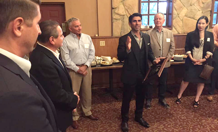 Chairman Lucio speaks to Texas pharmacy professionals at the Harlingen reception.